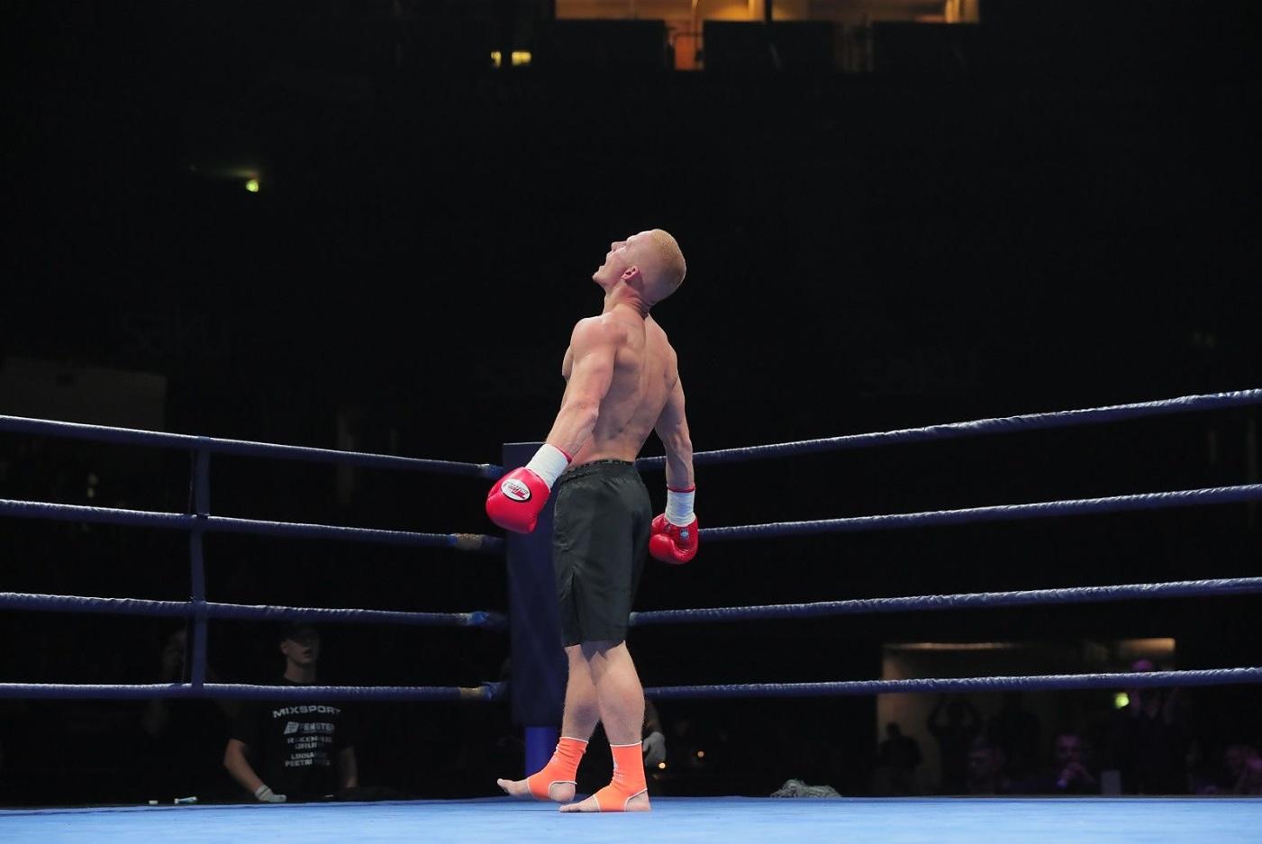 hENDRIK tHEMAS FIGHTS